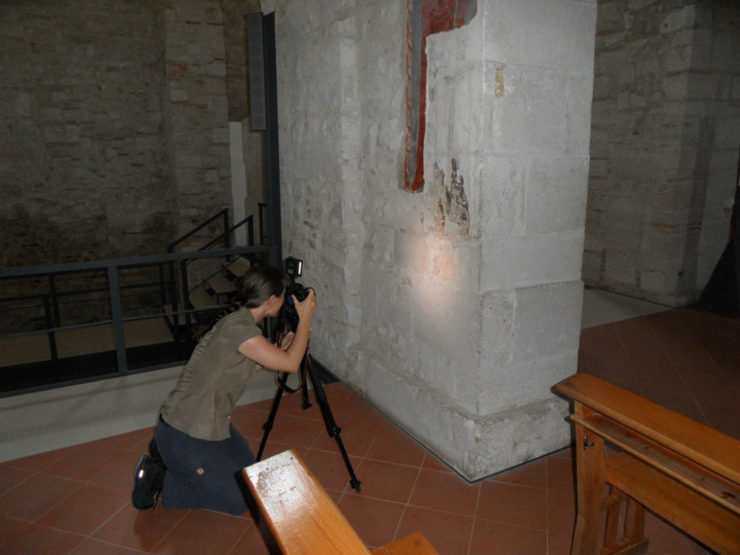 Team photographer capturing the tombstone in 3D.
